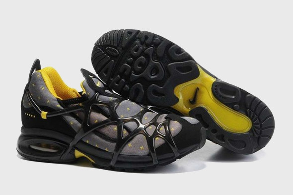 10 самых спорных моделей кроссовок 2011 года. Изображение № 39.