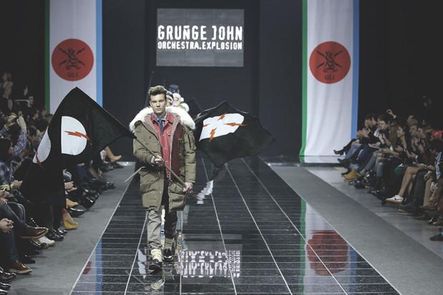 Grunge John Orchestra. Explosion: Видео и фотографии с показа, а также комментарии создателей. Изображение № 27.
