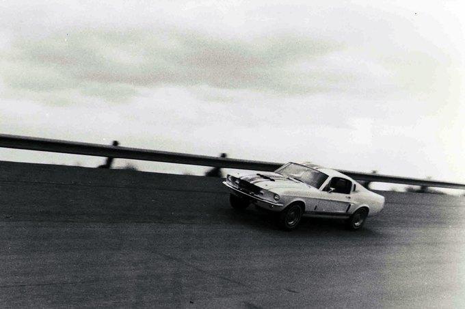 В США на аукционе продали самый дорогой Ford Mustang. Изображение № 31.