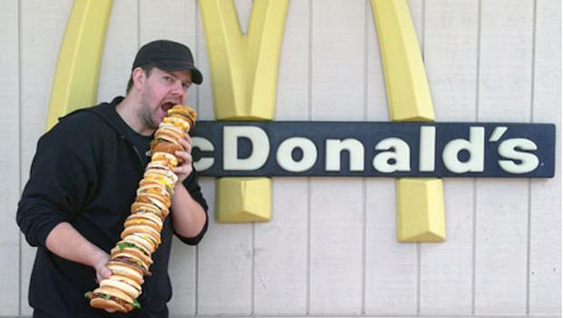 Американец приготовил огромный сэндвич из всех бургеров в «Макдоналдс». Изображение № 2.