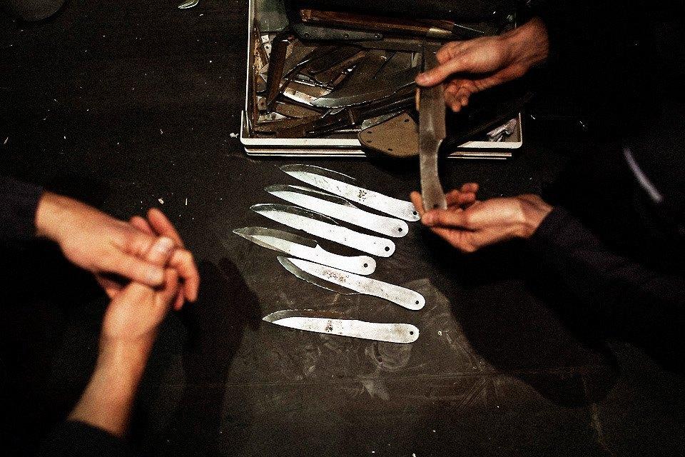 18 ножевых: Как я метал ножи в красотку. Изображение № 4.