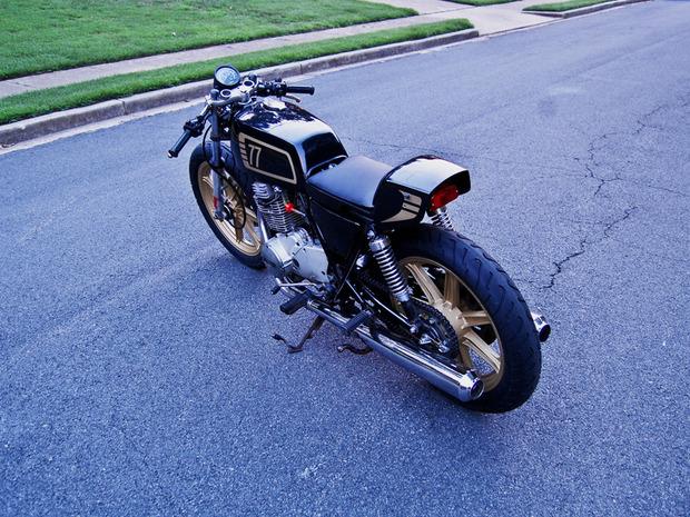 Американская мастерская MotoHangar выпустила каферейсер Yamaha XS400. Изображение № 10.