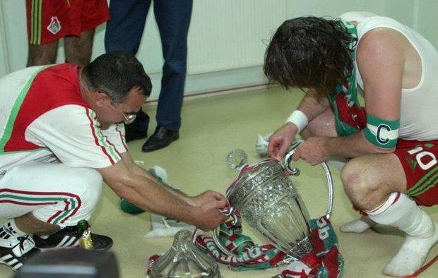 Кривые руки большого спорта: Как футболисты ломали свои трофеи. Изображение № 2.