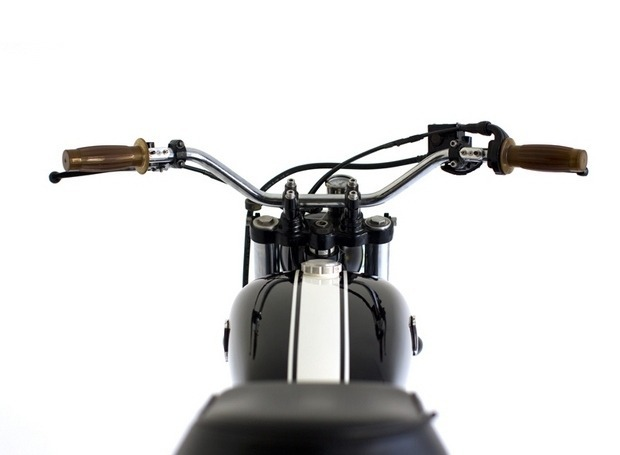 Мастерская Deus Ex Machina выпустила кастомный мотоцикл на базе Suzuki DR650. Изображение №6.