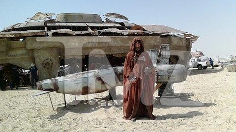 В сеть попали первые снимки со съемочной площадки новых «Звездных войн». Изображение № 9.