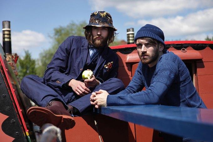 Английская марка Gloverall выпустила лукбук весенней коллекции одежды. Изображение № 1.