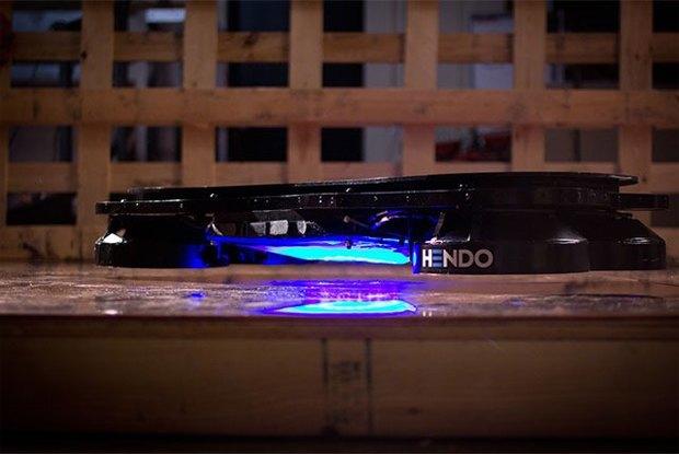 В Калифорнии вышел рабочий прототип летающего скейта. Изображение № 1.