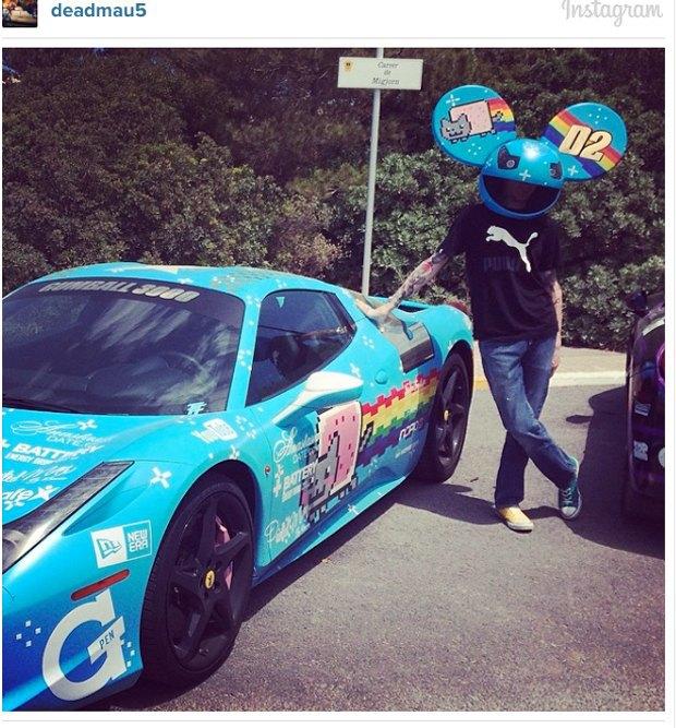 Мэр Торонто и Deadmau5 прокатились на раскрашенной котиками Ferrari. Изображение № 1.