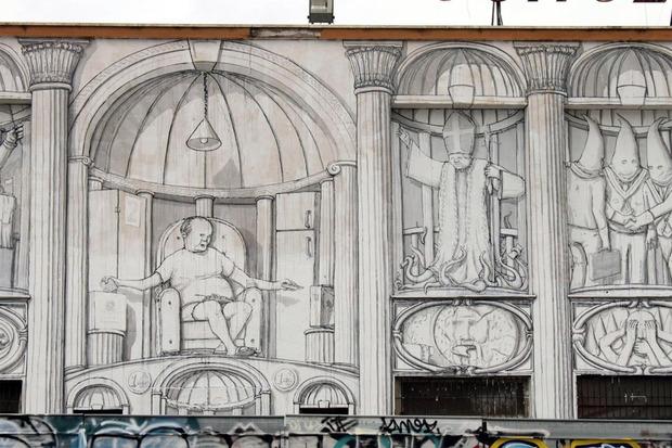 Уличный художник Blu превратил стену заброшенного кинотеатра в античный фасад. Изображение № 3.