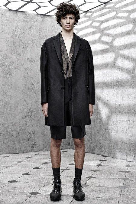 Французский бренд Balenciaga опубликовал лукбук новой коллекции. Изображение № 18.