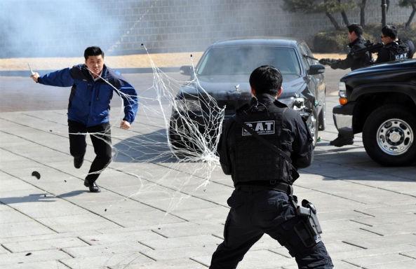 Южнокорейские солдаты борются с терроризмом приемами из арсенала Человека-паука. Изображение № 7.