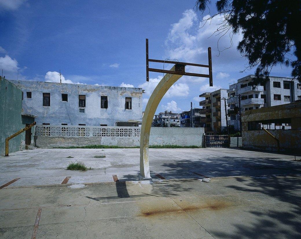 Фотограф Крис Таббс 10 лет снимает баскетбольные кольца по всему миру. Изображение № 2.