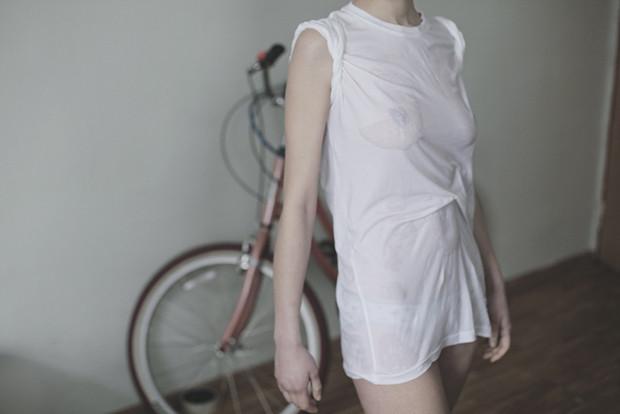 Ревизия: Тест промокаемости белых футболок. Изображение № 3.