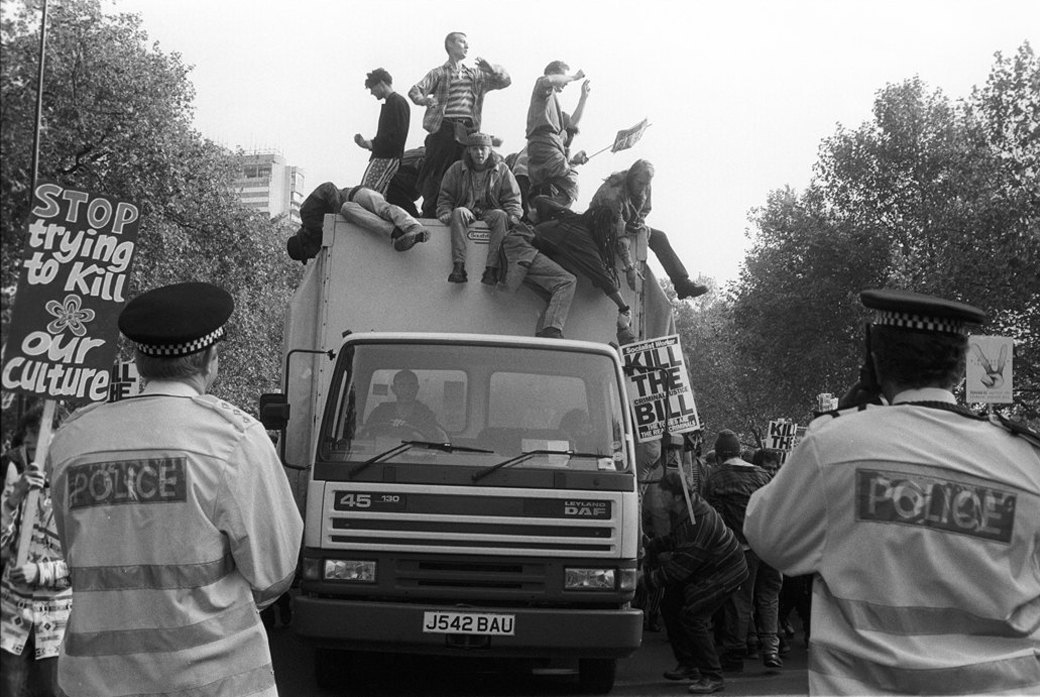 C рейва на митинг: Фотохроника британских free parties и попыток отстоять их перед властями. Изображение № 20.