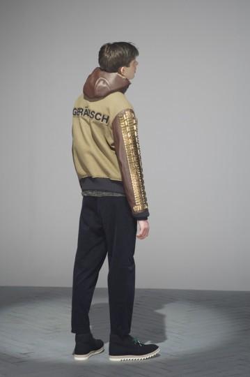 Японская марка Undercover выпустила лукбук осенней коллекции одежды. Изображение № 27.