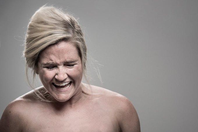 Фотограф снимал лица людей после удара шокером. Изображение № 12.