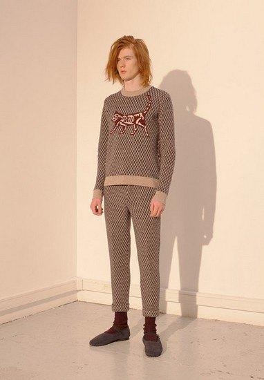 Марка Undercover опубликовала лукбук осенней коллекции одежды. Изображение № 26.