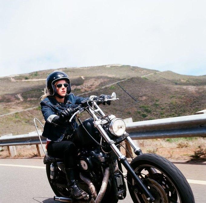 La Motocyclette: Американская фотовыставка доказывает право девушек называться байкерами. Изображение № 20.