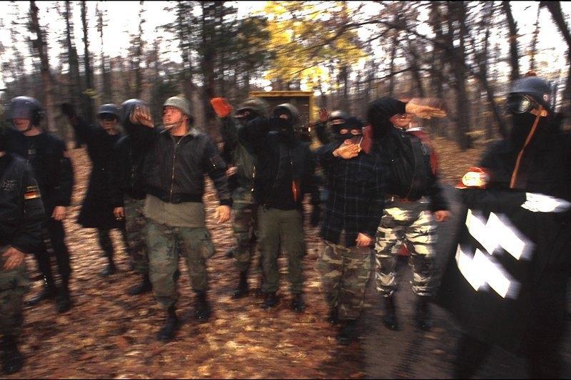 Бытовая жизнь неонацистской группы в США. Изображение № 9.