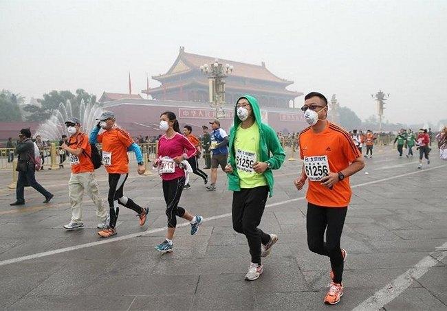 Марафон в Пекине прошел в респираторах из-за густого смога. Изображение № 3.