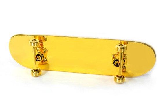 Марка Shut представила золотой скейтборд. Изображение № 1.