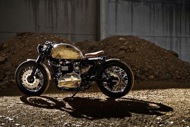 Итальянская мастерская Centro Modo Lodi представила «королевский» кастом модели Triumph Thruxton. Изображение № 1.