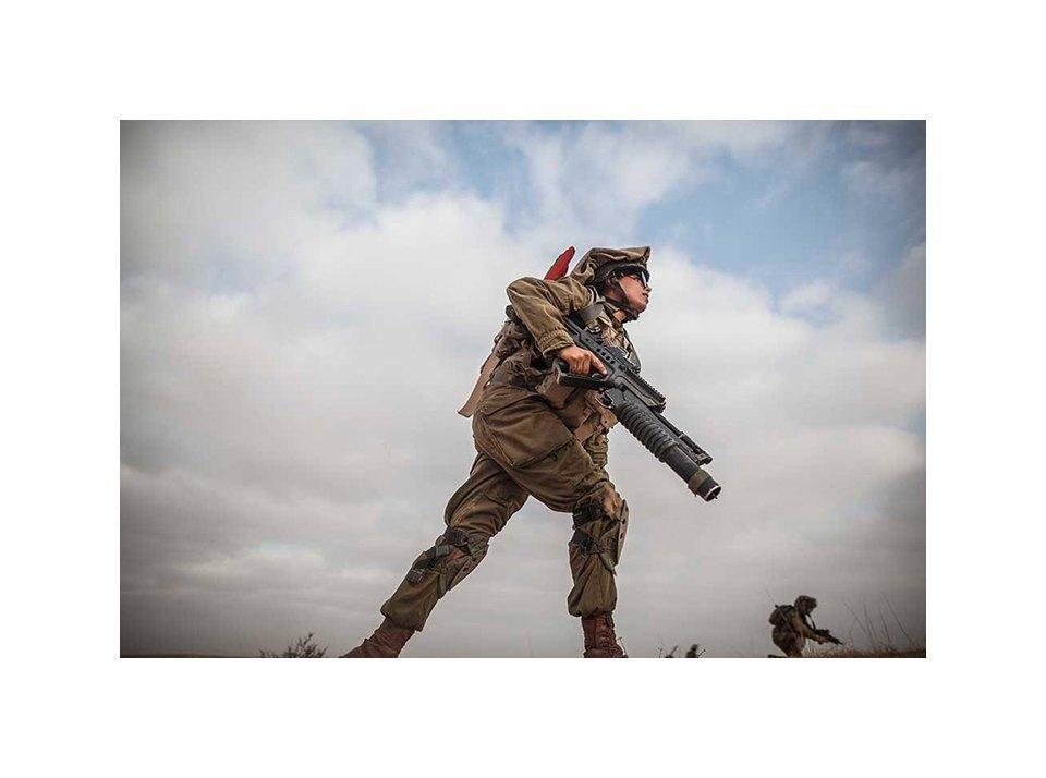 Фотопроект: Как служат женщины в армии Израиля. Изображение № 21.