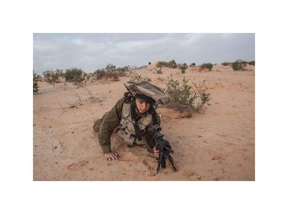 Фотопроект как служат женщины в армии