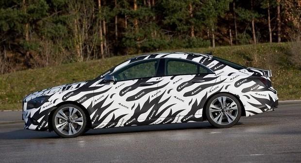 Mercedes показали новый закамуфлированный спортивный седан. Изображение № 10.