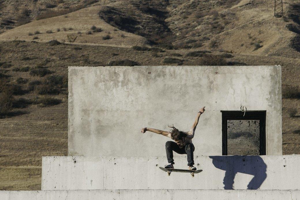 «Когда земля кажется лёгкой»: Грузинские скейтеры в фотографиях Давида Месхи. Изображение № 14.