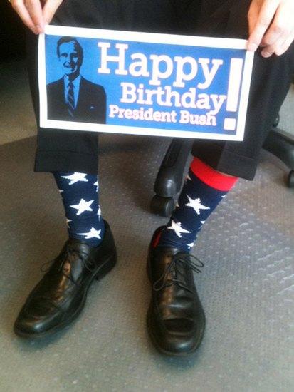 Американцы поздравили бывшего президента цветными носками. Изображение № 10.