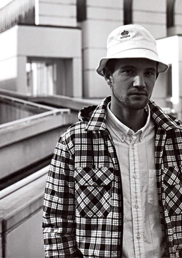 Гоша Рубчинский снял лукбук марки Supreme для журнала Grind Magazine. Изображение № 2.