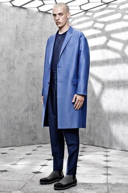 Французский бренд Balenciaga опубликовал лукбук новой коллекции. Изображение № 8.