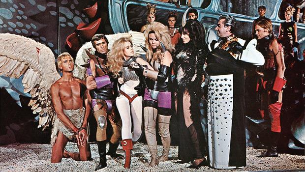 Облик грядущего: Какой представляли одежду будущего режиссеры фантастических фильмов. Изображение № 40.