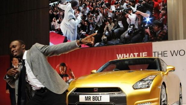 Nissan изготовил эксклюзивный золотой суперкар GT-R в честь Усэйна Болта. Изображение № 1.