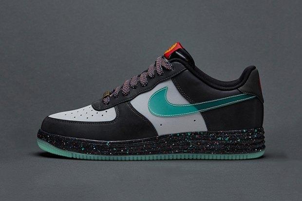 Nike Sportswear опубликовали лукбук новой коллекции сникеров Year of the Horse. Изображение № 2.