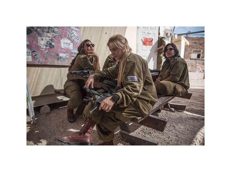 Фотопроект: Как служат женщины в армии Израиля. Изображение № 45.