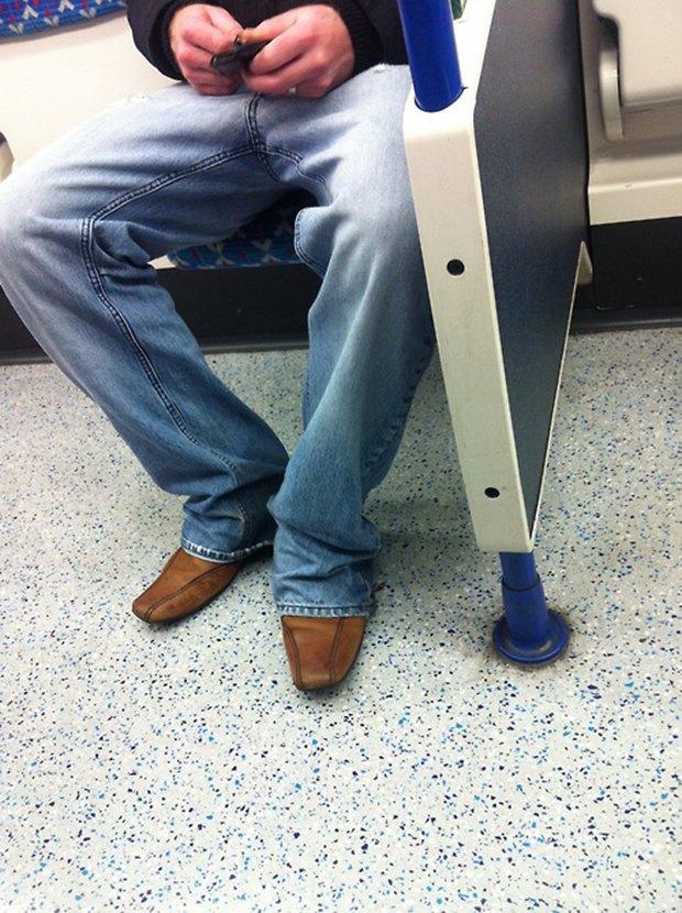 Jeans and Sheuxsss: Еженедельные обзоры худших сочетаний обуви и джинсов. Изображение № 20.