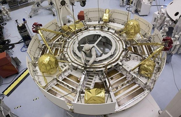 Самый большой в истории марсоход Curiosity приземлился на Марс. Изображение № 8.