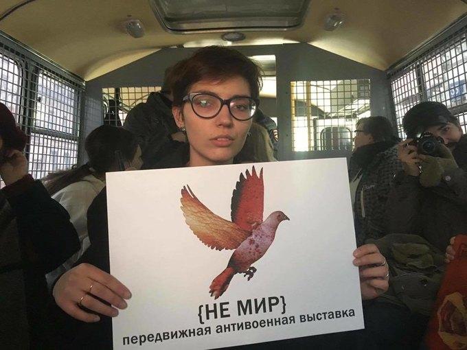 Участников антивоенной выставки «Не мир» задержала полиция . Изображение № 2.