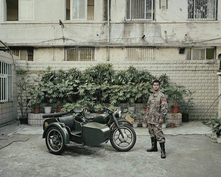 В люльке: Владельцы мотоциклов с колясками на фоне пейзажей Шанхая. Изображение № 2.