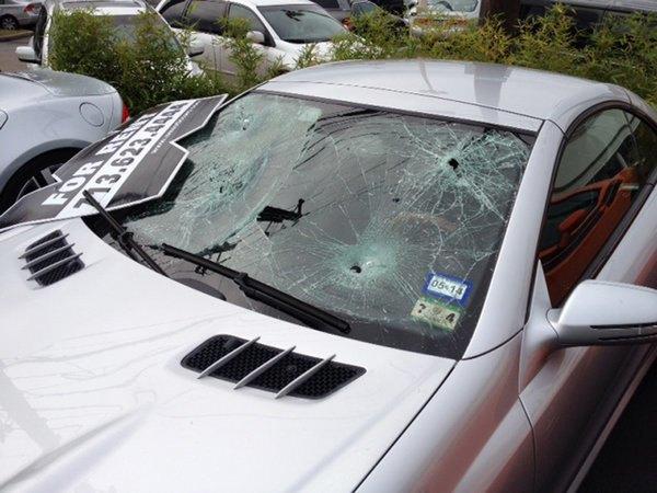 Голый техасец расстрелял автомобилей на 200 тысяч долларов. Изображение № 3.