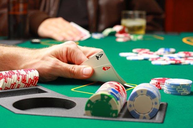 Мошенники выиграли у казино 90 тысяч евро при помощи инфракрасных линз. Изображение № 1.