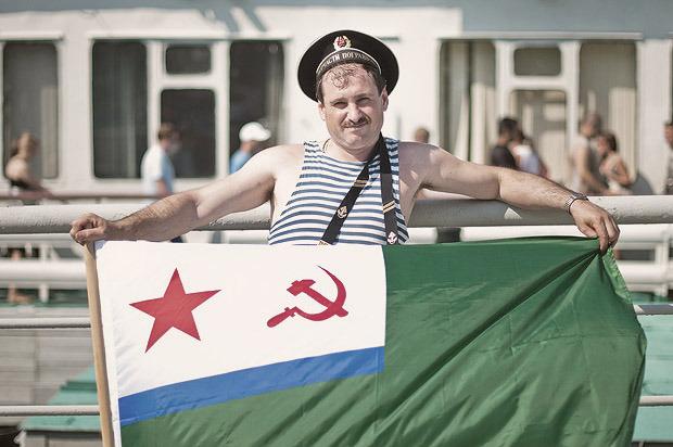 Детали: Моряки и корабли на Дне ВМФ в Санкт-Петербурге. Изображение № 6.