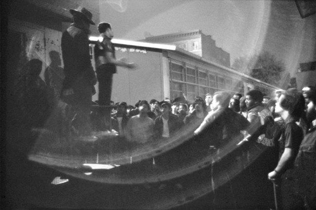 8 фотографов, исследовавших мир уличных банд. Изображение № 4.