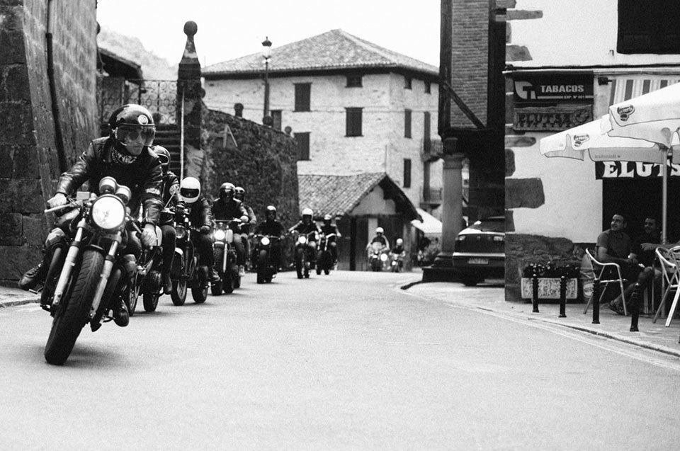 Фоторепортаж с мотоциклетного фестиваля Wheels & Waves. Изображение № 43.