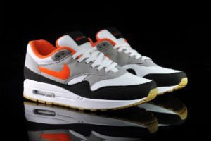 Марки Nike и Undefeated представили совместные модели кроссовок. Изображение № 6.