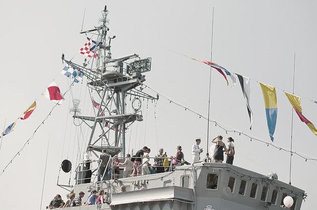 Детали: Моряки и корабли на Дне ВМФ в Санкт-Петербурге. Изображение № 11.