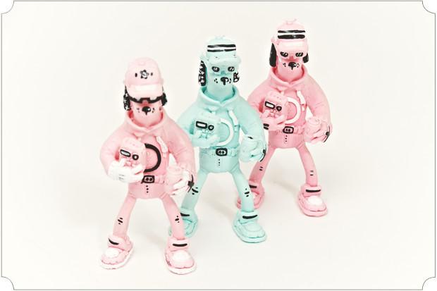 У меня тонны пластиковых годзилл, ниндзя-черепашек, грендайзеров, робокопов, кукимонстров, дизайнерских кинг-конгов и прочих товарищей. Есть и самодельные: предыдущий релиз How2make издавался в виде виниловой игрушки.. Изображение № 41.
