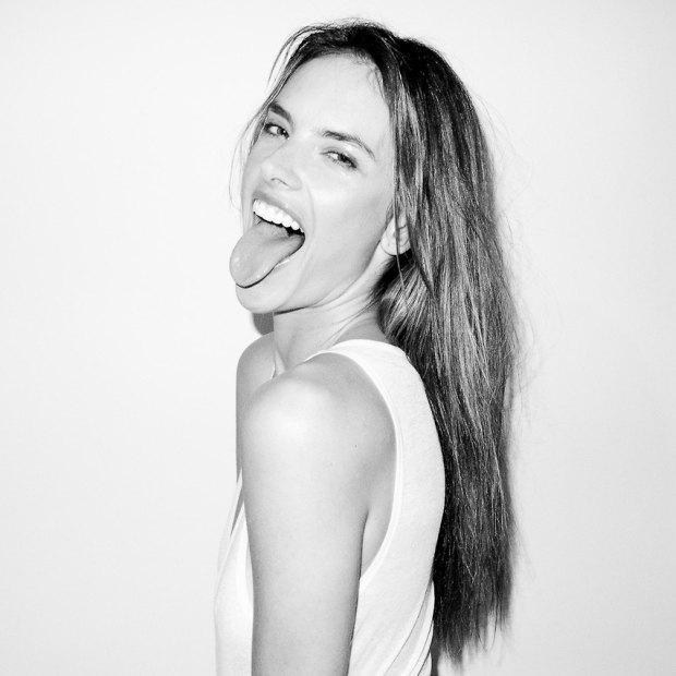 Бразильская модель Алессандра Амбросио снялась у фотографа Терри Ричардсона. Изображение № 5.